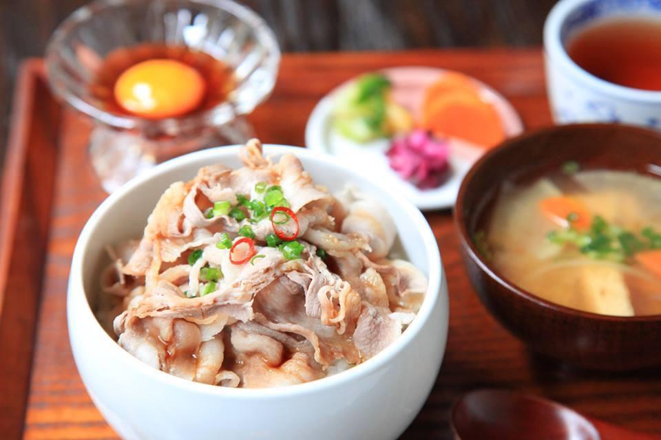 岡山県北部・新見のイノシシの肉を使ったメニュー「猪肉のしゃぶしゃぶ丼セット」